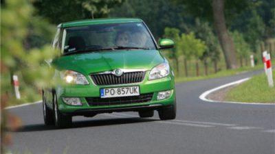 Raport: sprzedaż aut do firm 2013