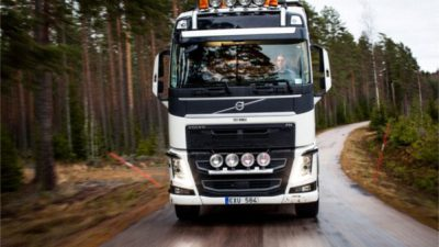 Mniej urazów dzięki Aktywnemu Układowi Kierowniczemu Volvo