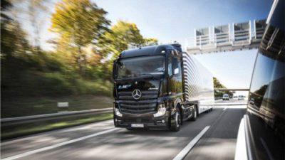 Mercedes z systemem Highway Pilot jechał na publicznych drogach