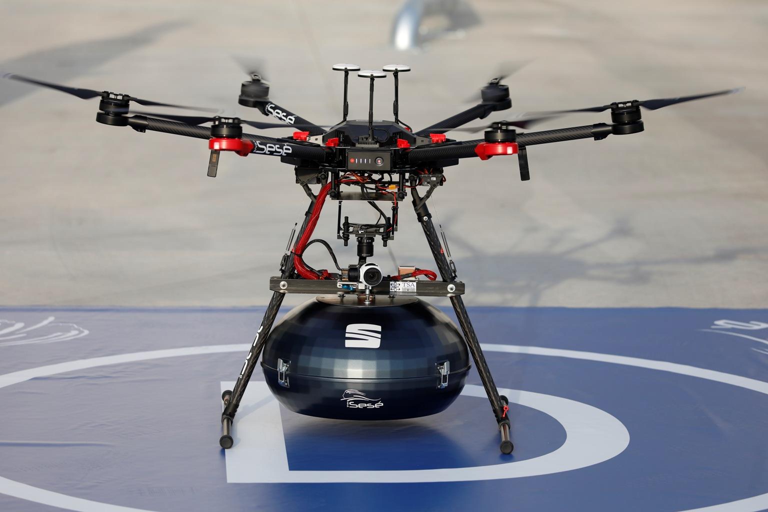Do fabryki SEAT-a latają drony