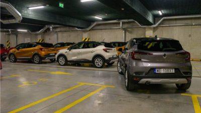 Parkowanie na zatłoczonym parkingu