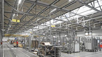 VELUX stanie z produkcją, ale zapewni dostawy