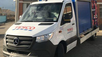 52 furgonetki Tesco z elektrycznymi agregatami
