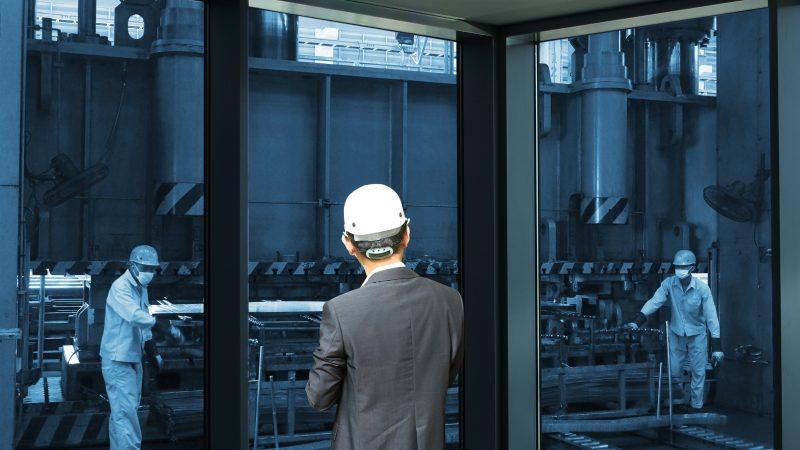 Menedżerowie produkcji na razie z małym ryzykiem utraty pracy