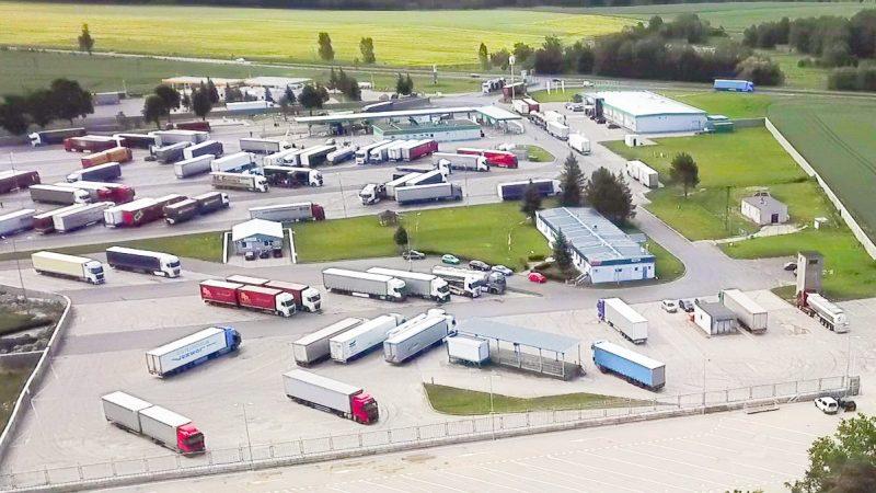 Nowe strzeżone parkingi albo straty w miliardach