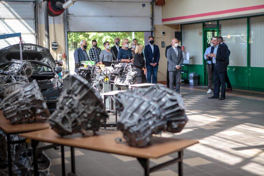 Fabryka Toyoty pomoże kształcić mechatroników