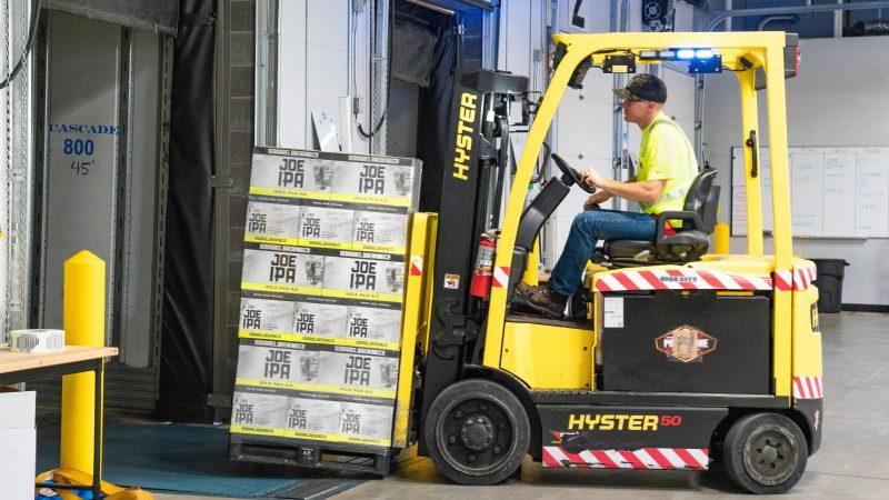 Czy obsługa logistyczna w FMCG wymaga specjalnych rozwiązań informatycznych?