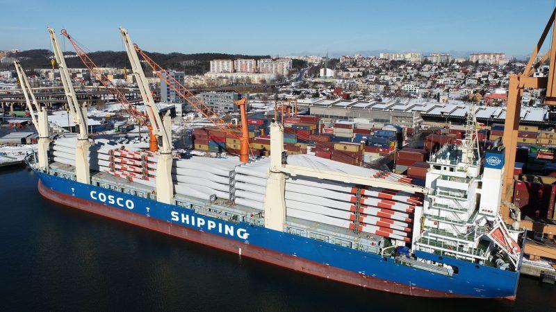 Największa pojedyncza dostawa łopat śmigieł turbin wiatrowych w Porcie Gdynia