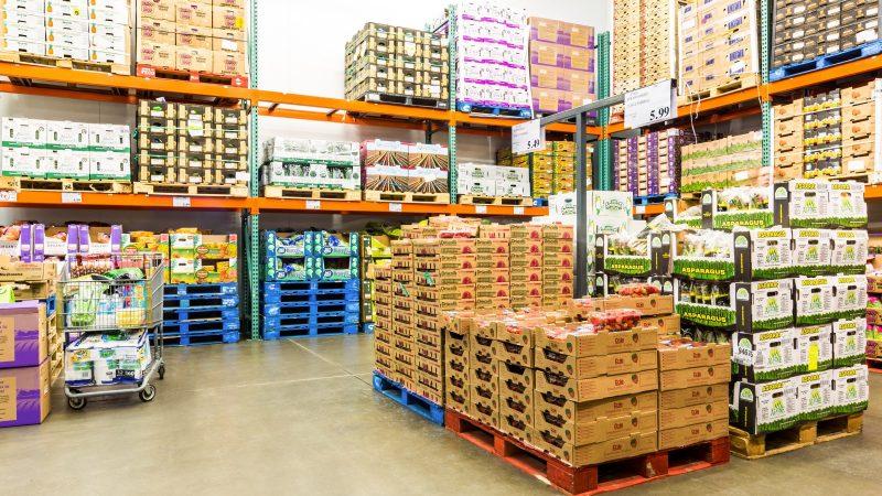 Gospodarka przyśpiesza, ale ma problemy z dostawami materiałów