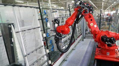 PAGEN wdrożyło robota do montażu szyb zespolonych (VIDEO)